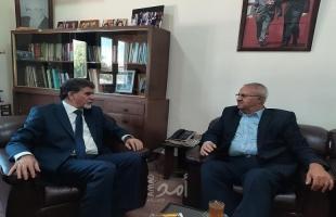 الأمين العام للقيادة العامة يزور مقر الدائرة السياسية لمنظمة التحرير