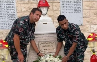 """محمد رمضان يزور النصب التذكاري لضحايا """"مرفأ بيروت"""" بزي عسكري- فيديو"""