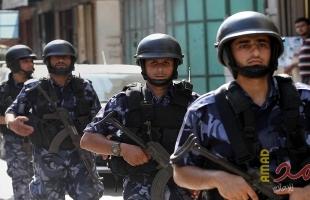 شرطة وأمن الخليل يغلقان 30 محلاً تجارياً لمخالفتهم قرار الاغلاق