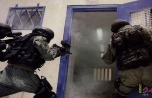 """قوات الاحتلال تقتحم سجن """"جلبوع"""" والأسرى يتوعدون"""