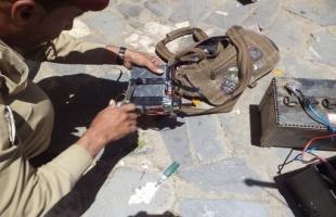 معاريف: الجيش يعثر على (15) عبوة محلية الصنع في بيت أمر بالخليل