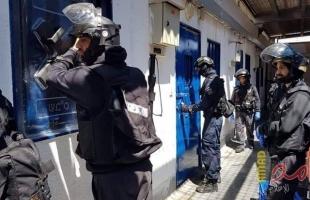 """أسير يهاجم سجان اسرائيلي في سجن """"عوفر"""" ويصيبه بجراح"""