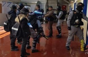 """حنظلة: إصابة أسير باقتحام قوات القمع سجن """"نفحة"""""""