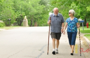 المشى لمسافات طويلة يحافظ على صحة كبار السن - تفاصيل