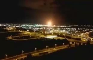 بالفيديو ... اندلاع حريق كبير في مصفاة نفط بمدينة حيفا