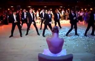 عروسة بريطانية تفرض رسوم دخول لحفل زفافها