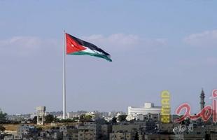 الأردن يخفف قيود الحظر بسبب كورونا ويعيد فتح المزيد من الشركات