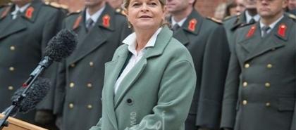 وزير دفاع النمسا يلمح إلى انسحاب وشيك من أفغانستان