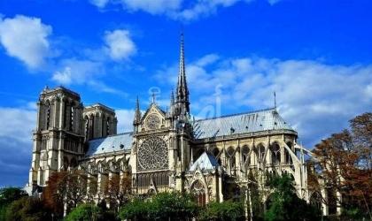 فرنسا: توقيف طيار كان ينوي تفجير طائرته بكاتدرائية نوتردام التاريخية في باريس