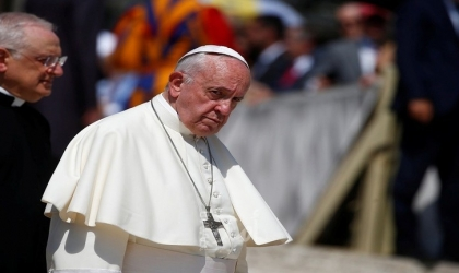 البابا فرانسيس يؤيد التنازلات عن حقوق الملكية الفكرية للقاحات