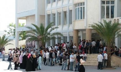 """""""حملة وطنية""""  تطالب بتسديد رسوم طلبة الجامعات من مستحقات موظفي السلطة"""