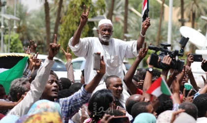 السودان:  الآلاف يتظاهرون بالخرطوم في مليونية تعيين رئيس للقضاء ونائب عام