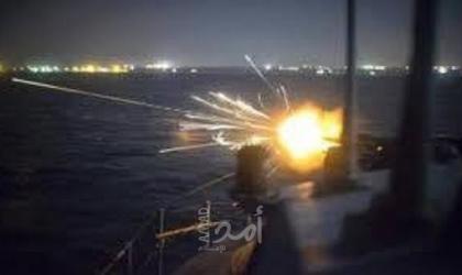 زوارق الاحتلال تطلق قنابل إنارة في عرض بحر شمال غزة