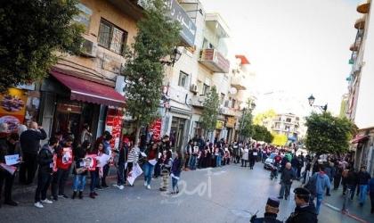 سلسلة بشرية دعماً للأسرى وسط رام الله (صور)