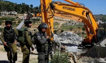 قوات الاحتلال تعتقل 3 شبان وتهدم منزلاً في بير الحمام بالنقب