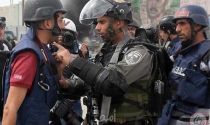 """مكتب غزة الإعلامي: شهيد و351 انتهاكًا بحق الحريات الإعلامية خلال """"مايو"""""""