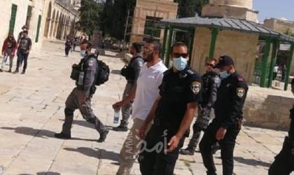 """القدس: شرطة الاحتلال تعتقل مدير لجنة الإعمال بالمسجد الأقصى """"بسام الحلاق"""" وتهدم منزل ومحل تجاري"""
