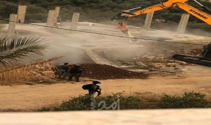 قوات الاحتلال تهدم منزلًا شمال يطا