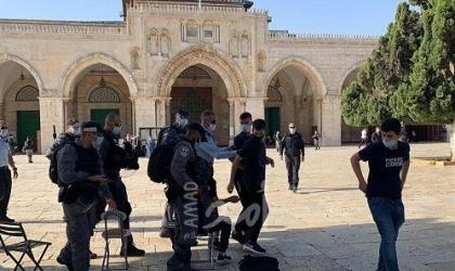 """القدس: مستوطنون يقتحمون """"الأقصى"""" والشرطة تعتقل سيدة قرب باب الرحمة"""