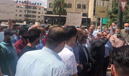 """وقفة احتجاجية لأصحاب """"صالات الأفراح والعاملين في القطاع السياحي"""" برام الله وأريحا- صور"""