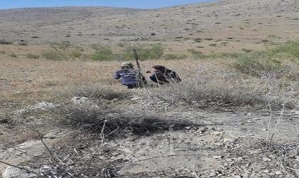 مستوطنون يسيجون محيط نبع عين الحلوة ويمنعون الرعاة من سقي مواشيهم