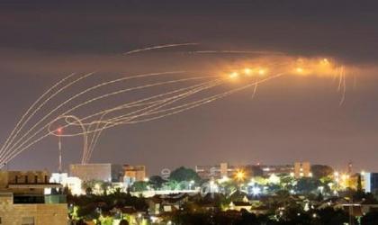 محدث بالفيديو.. اطلاق قذيفة صاروخية من غزة وجيش الاحتلال: تم اعتراضها من قبل القبة الحديدية