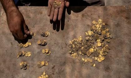 العثور  على كنز دفين من الذهب يعود للعصر العباسي في الرملة