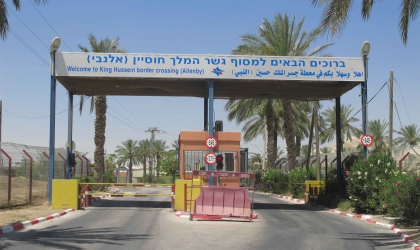 إسرائيل تسمح بعودة العشرات من سكان غزة العالقين عبر جسر الكرامة