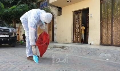 """صحة حماس: إلقاء """"الكمّامة"""" على الأرض ظاهرة خطيرة تتسبب بانتقال عدوى """"كورونا"""""""