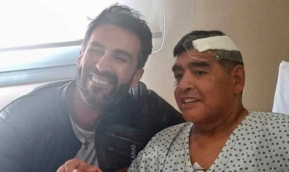 أول صورة لمارادونا بعد خروجه من المستشفى