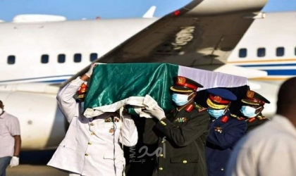 """السودان يشيع جثمان """"الصادق المهدي"""" بعد وصوله مطار الخرطوم"""