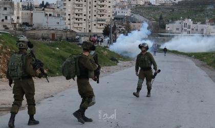 قلقيلبة: إصابة شاب بعيار اسفنجي والعشرات بالاختناق برصاص قوات الاحتلال