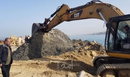 سلطة الموانئ البحرية تشرع بتعميق حوض ميناء غزة البحري