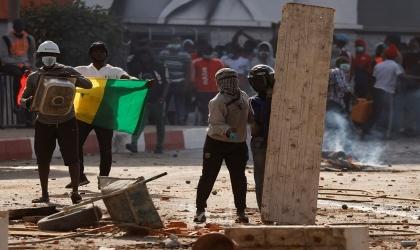 السنغال تفرض قيودًا على الإنترنت مع تصاعد الاحتجاجات الغاضبة