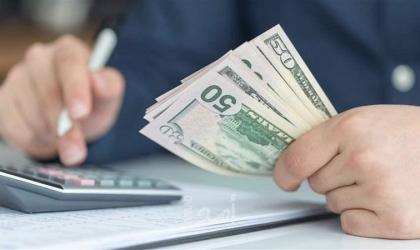 """غزة: موظفو القروض البنكية يناشدون بتأجيل """"الأقساط"""" لـ(3) أشهر"""