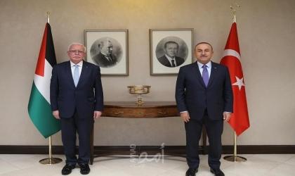 المالكي يلتقي نظيره التركي أوغلو ويطلعه على آخر التطورات السياسية