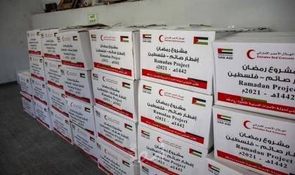 الهلال الأحمر الإماراتي يوزع آلاف الطرود الغذائية في فلسطين