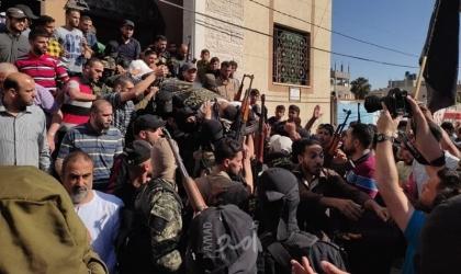 """جماهير مخيم البريج تودع """"أحمد عمار"""" الذي استشهد متأثراً بجراحه خلال العدوان على غزة- فيديو وصور"""