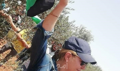"""محكمة الاحتلال تعقد جلسة محاكمة لسيدة تونسية رفعت علم فلسطين في """"باب العامود"""""""