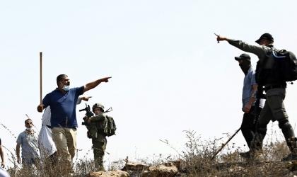 إصابة امرأة باعتداءات للمستوطنين في الخليل