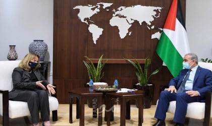 """اشتية يؤكد لـ""""القنصل البريطاني"""": إصرار القيادة الفلسطينية بعقد الانتخابات"""