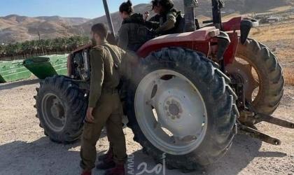 """قوات الاحتلال تستولي على """"جرار زراعي"""" في الأغوار"""