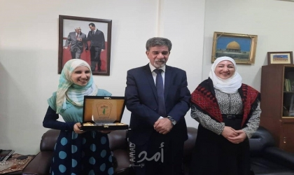 الدائرة السياسية لمنظمة التحرير  تكرم الطالبة الفلسطينية الأولى على سوريا بشهادة البكالوريا