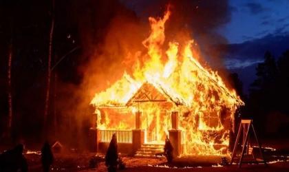 سيدة تشعل النيران في منزل صديقها بسبب الغيرة