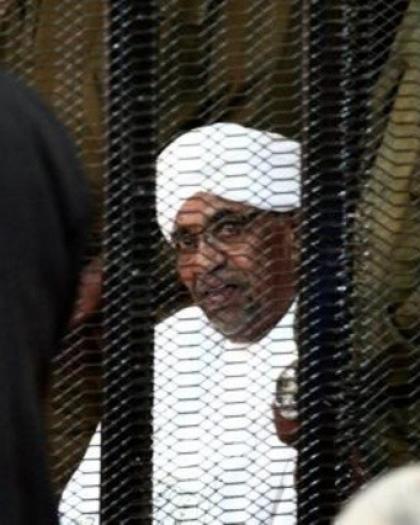 """البرهان: """"الجنائية الدولية"""" لم تطالب بتسليم البشير وإنما محاكمته"""