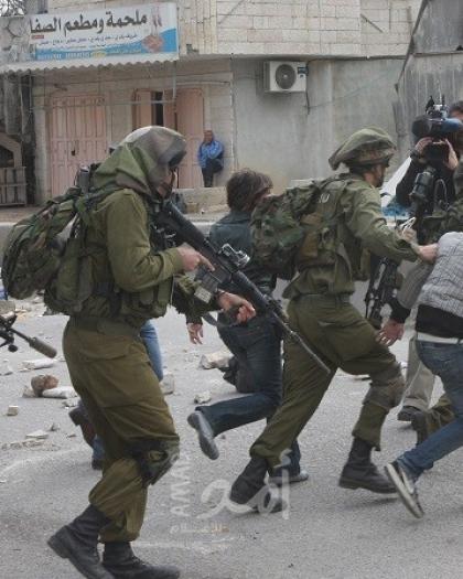 قوات الاحتلال تعتقل أسيراً محرراً ومعلماً من قلقيلية