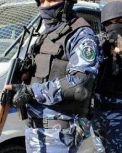 الشرطة تحرر مخالفات سلامة وتغلق محال تجارية  في سلفيت