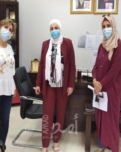 تنمية نابلس توزع 25 طرداً صحيا وقرطاسيه  للأطفال المصابين بفيروس كورونا
