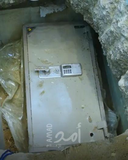 السعودية.. متهم بالفساد يخفي ملايين الريالات بطريقة شيطانية في منزله - فيديو