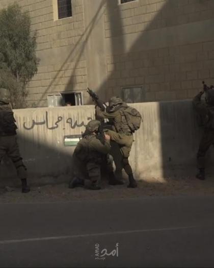 """جيش الاحتلال يفكك """"غرفة زراعية"""" شرق يطا ويستولي عليها"""